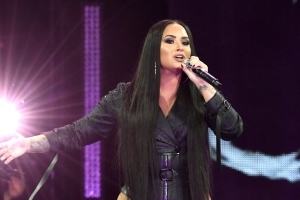 Demi Lovato Helps Friends Get Engaged at Her LA Concert