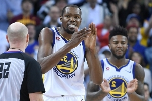 Kevin Durant jokes about next contract: 'I want to wait to see who wins the championship'