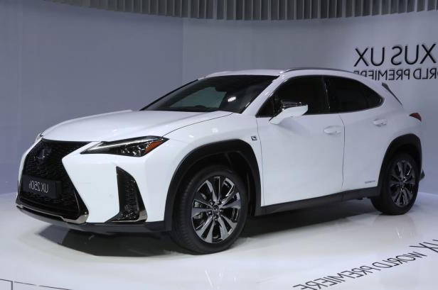 2019-Lexus-UX-front-side-view-on-stage.jpg