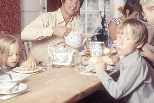 a group of people sitting at a table eating food: William Roache, Anna Cropper and children Linus and Vanya (Image: REX/Shutterstock)