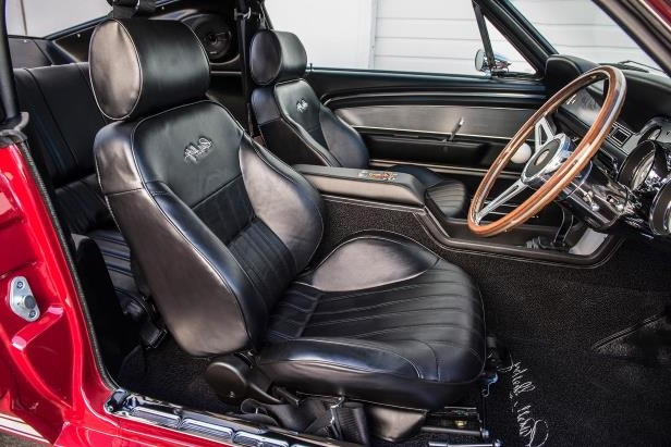 Slide 11 of 50: Shelby-GT-500CR-seats-01.jpg