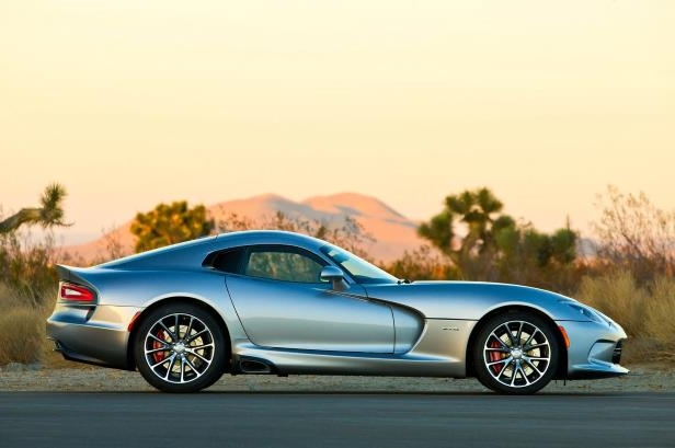 Slide 2 of 24: 2015-Dodge-Viper-SRT-GTS-side-profile1.jpg