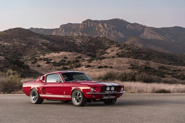 Slide 22 of 50: Shelby-GT-500CR-front-three-quarter-04.jpg