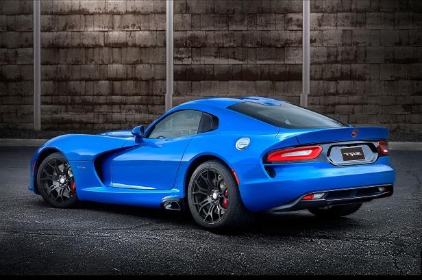 Slide 4 of 24: 2015-Dodge-Viper-SRT-GTS-rear-three-quarter2.jpg