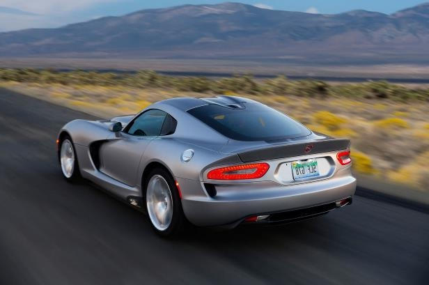 Slide 6 of 24: 2015-Dodge-Viper-SRT-rear-three-quarter.jpg