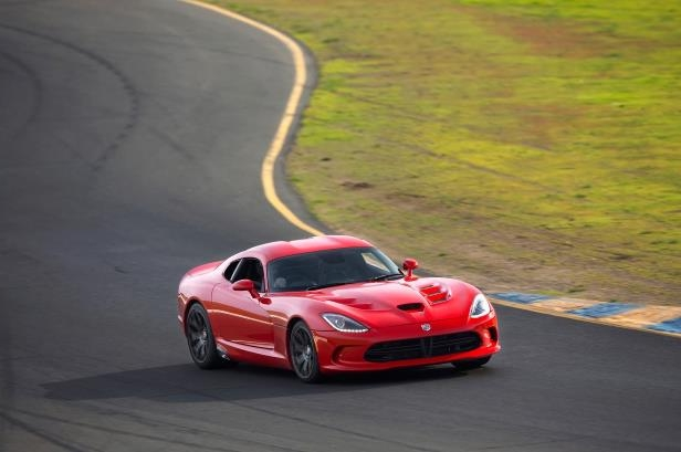 Slide 9 of 24: 2015-Dodge-Viper-SRT-front-three-quarter-turn.jpg