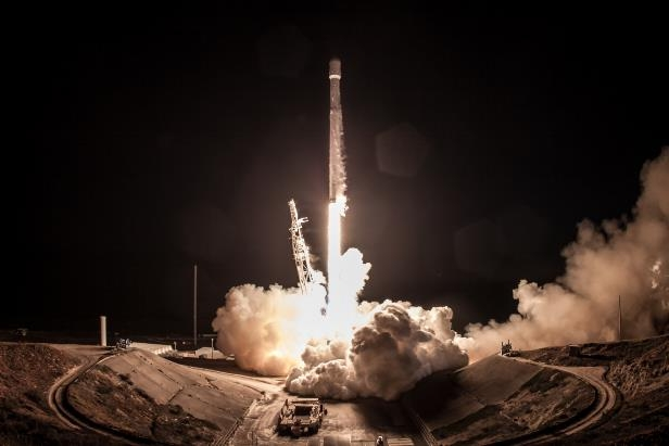 SpaceX launched a reused Falcon-9 for NASA from Vandenberg Air Force Base, California, December 22, 2017.: 1_8_SpaceX Iridium-4 Mission