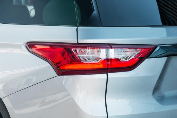 Slide 14 of 52: 2018-Chevrolet-Traverse-RS-taillight.jpg