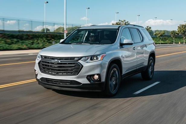 Slide 18 of 52: 2018 Chevrolet Traverse RS front three quarter in motion