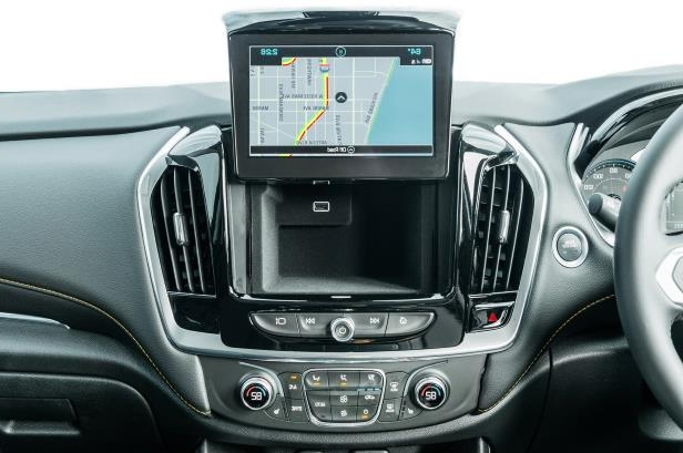 Slide 31 of 52: 2018-Chevrolet-Traverse-RS-center-stack-compartment.jpg