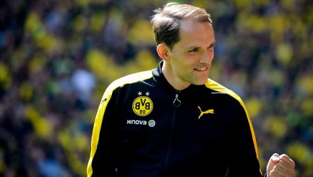 a man wearing a football uniform: Tuchel und Bayern: Daran hakt es