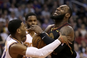 James' triple-double leads Cavaliers past lowly Suns