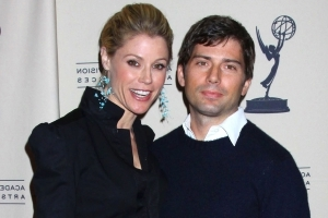 Julie Bowen's estranged husband seeking spousal support