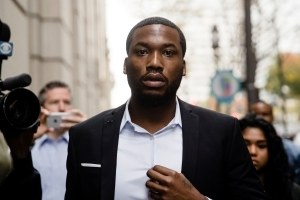 Meek Mill's mother asks district attorney to help her son
