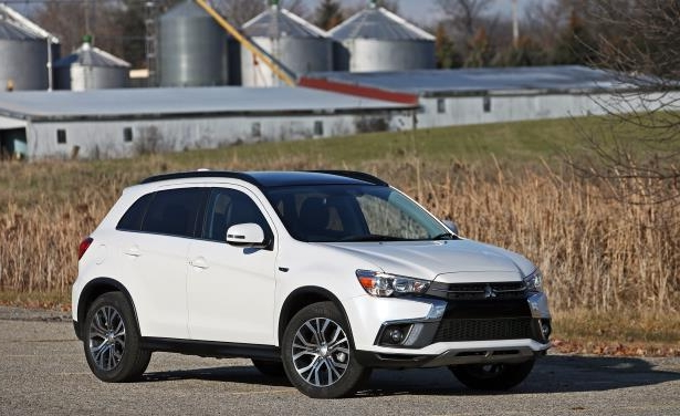 Slide 14 of 70: 2018 Mitsubishi Outlander Sport 2.4L AWD