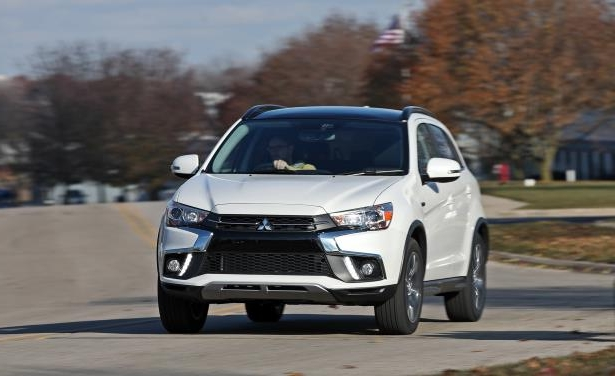 Slide 3 of 70: 2018 Mitsubishi Outlander Sport 2.4L AWD