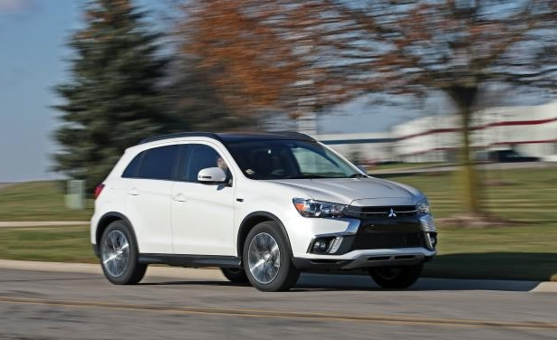 Slide 9 of 70: 2018 Mitsubishi Outlander Sport 2.4L AWD