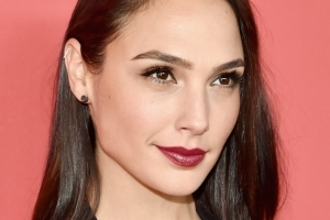 Gal Gadot's Seemingly Innocent Tribute To Stephen Hawking Offended Some People