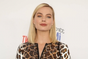 Margot Robbie officially in talks for Tarantino Tate film