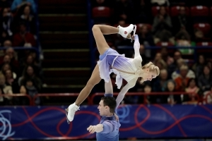 Germany's Savchenko-Massot win world pairs title