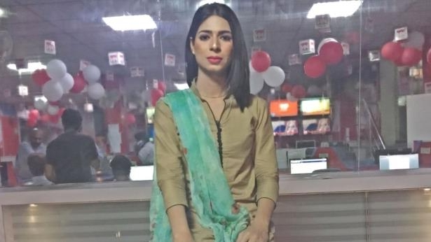World: Pakistan TV airs first transgender anchor - PressFrom