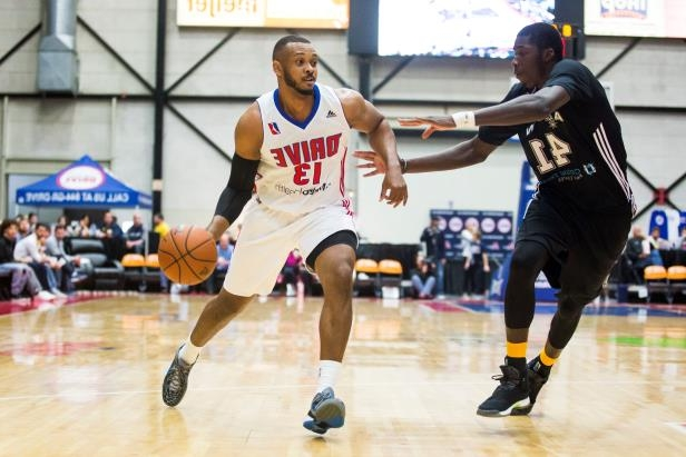 Grand Rapids Drive player Zeke Upshaw, who collapsed on Saturday, drives to the basket during a game against the Austin Spurs on November 25, 2016. (Photo by Allison Farrand/NBAE via Getty Images)
