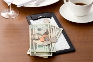 Ask The Salty Waitress: Should I tip in cash or on a card?