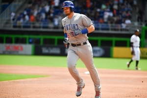 Happ HR on 1st pitch of season; Rizzo, Cubs beat Marlins 8-4