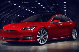 Tesla recalls 123,000 Model S cars over faulty steering bolt