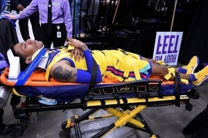 Warriors' McCaw takes hard fall, gets stretchered off floor