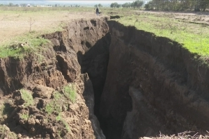 What's causing the Earth to split open in Kenya?