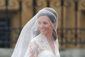 Kate Middleton Wedding Dress Selling at H&M