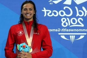 Kylie Masse wins gold, sets new Commonwealth backstroke record