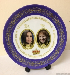 a blue and white plate: Royal fans have spotted a hilarious commemorative plate that features a picture of Ed Sheeran instead of Prince Harry