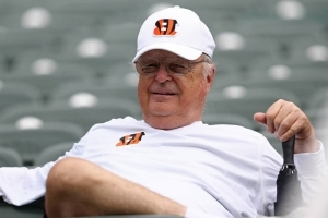 Report: Bengals owner plans to prohibit anthem protests