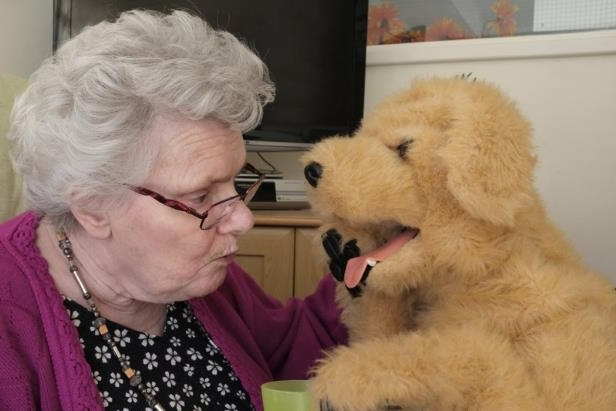 Tech & Science : Robot dog lends a helping paw to dementia sufferers