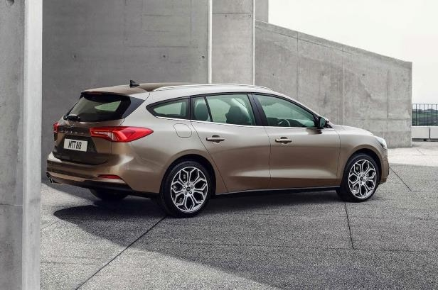 Slide 11 of 38: Ford-Focus-Titanium-European-Market-07.jpg