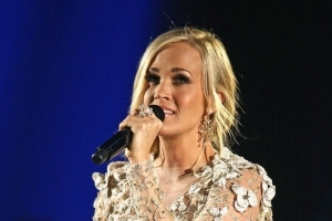 Carrie Underwood Shares New Photo of Her Face During ACM Awards Rehearsals