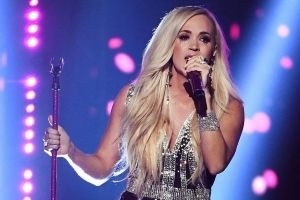 Entertainment: Carrie Underwood Tears Up During 'Cry Pretty