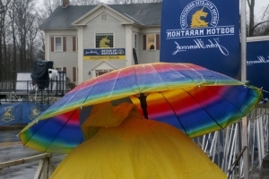 Runners try to stay dry at start of 122nd Boston Marathon