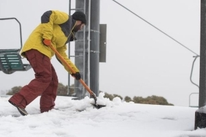 Winter arrives early in Canberra, snow falls at ski fields