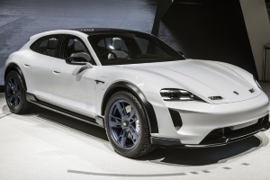 Zellmer: Porsche building 500 fast-chargers in U.S.