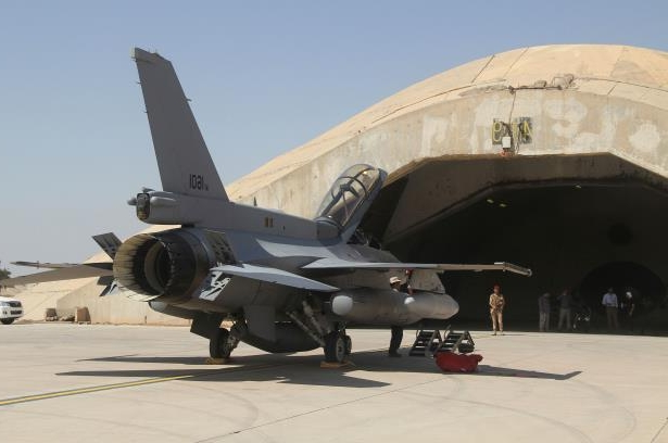 An F-16 fighter jet sits at Balad air base, north of Baghdad, Iraq, in 2015. F-16s carried out airstrikes as Iraq targeted the Islamic State in Syria on Thursday.