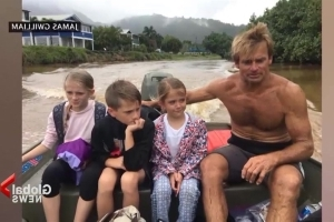 Pro surfer Laird Hamilton helps rescue Hawaii residents after massive flooding