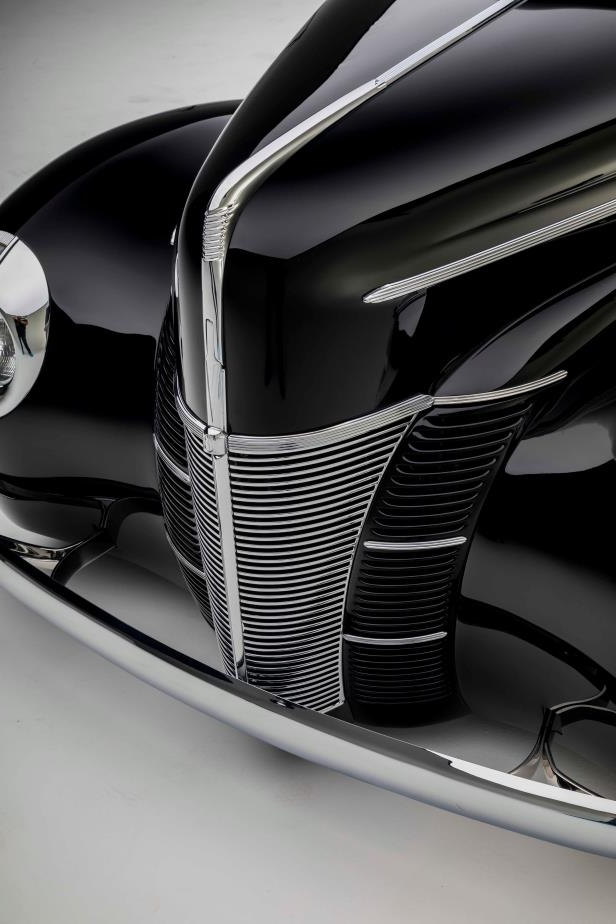 Enthusiasts: This Amazing 1940 Ford Coupe is the New Black