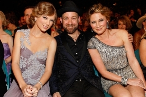 Sugarland Teams Up With Taylor Swift For Acoustic Breakup Tune 'Babe'