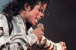 Michael Jackson's moonwalk shoes up for auction