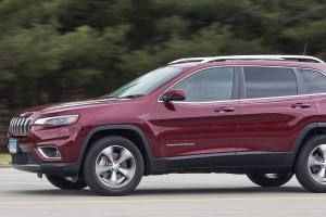 2019 Jeep Cherokee Adds Turbo but Doesn't Surge Ahead of Competition
