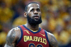 LeBron James, Fred VanVleet exchange heated words after foul call