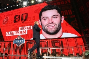 Baker Mayfield looks good, but Tyrod Taylor is still Browns' starting QB, coach Hue Jackson says